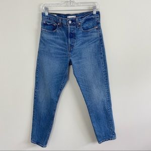 LEVIS Wedgie Icon Button Fly Tapered  Leg Jeans